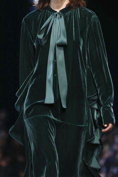 Rochas Ready To Wear Fall Winter 2016 Paris Bd Fashion, Velvet Fashion, Live Fashion, Hijab Fashion, Runway Fashion, Womens Fashion, Couture Fashion, Autumn Winter Fashion, Fall Winter