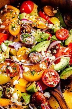 Tomato Salad Recipes, Avocado Tomato Salad, Summer Salad Recipes, Lunch Recipes, Weeknight Recipes, Meatless Recipes, Healthy Sides, Healthy Side Dishes, Veggie Dishes