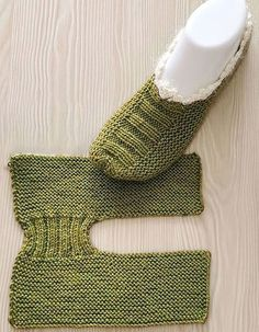 Hottest No Cost Crochet slippers tutorial Suggestions Free Slippers Tutorial – Free Knitting Patterns Knit Slippers Free Pattern, Knitted Slippers, Knitting Patterns Free, Free Knitting, Crochet Patterns, Easy Patterns, Cute Crochet, Knit Crochet, Crochet Rabbit
