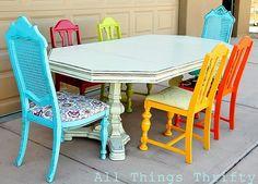 Mais cadeiras coloridas