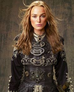 Elizabeth Swann (Keira Knightley) 'Pirates of the Caribbean: At World's End' Costume designed by Penny Rose. Keira Knightley Pirates, Elisabeth Swan, Captain Jack Sparrow, British Actresses, Pirates Of The Caribbean, End Of The World, Hollywood Celebrities, Costume Design, Kylie Jenner