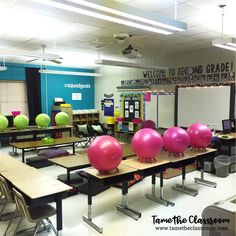 A must-read if you are thinking about implementing flexible seating in your classroom. Avoid these mistakes to ensure flexible seating runs smoothly. Classroom Decor Themes, Classroom Setting, Classroom Setup, Future Classroom, Classroom Organization, Classroom Behavior, Classroom Design, Organizing, Co Teaching