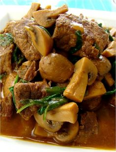 gestoofde rundvlees met champignons,knoflook en spinazie