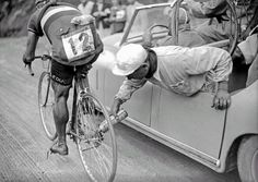 A helper lubricates the chain of the Italian cyclist Gino Sciardis during the 1949 Tour de France. The role of mechanics during races became more complex due to the technical progress of the cycles.