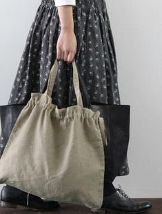 Sewing Bags Inspiration: Self straps, self tie. Clearly, plain grey linen is required for bag creation. My Bags, Purses And Bags, Sacs Tote Bags, Boho Bags, Linen Bag, Simple Bags, Fabric Bags, Cotton Bag, Cloth Bags