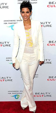 Inspired by the boys: Halle Berry suits up in summer's hottest color Halle Berry Style, Halle Berry Hot, Cute Outfits, Casual Outfits, Work Outfits, Celebrity Style Inspiration, Pixie Styles, Spring Summer Fashion, Spring Style