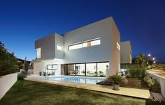 White Contemporary House Design: Beauty through Simplicity: Cool Detail Of The Residence With Perfect Lighting ~ pofidik.com Contemporary Home Designs Inspiration