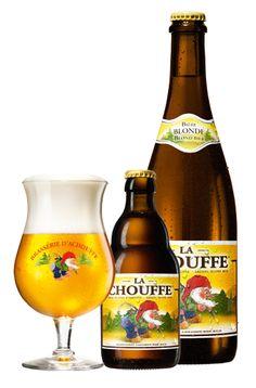 """""""LA CHOUFFE est une Bière blonde non filtrée, refermentée aussi bien en bouteille qu'en fût. Elle est agréablement fruitée, épicée à la coriandre et légèrement houblonnée. """""""