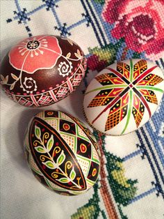 Diy Crafts For Gifts, Arts And Crafts, Carved Eggs, Ukrainian Easter Eggs, Egg Designs, Faberge Eggs, Egg Art, Hoppy Easter, Egg Decorating