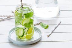Acqua aromatizzata al limone, zenzero, cetriolo e menta ricetta