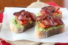 Toast avocat tomate bacon : une délicieuse recette très simple pour vos apéritif.