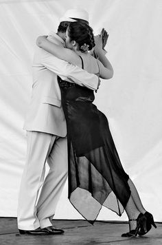 Argentine Tango B by Dance Photographer - Brendan Lally, via Flickr