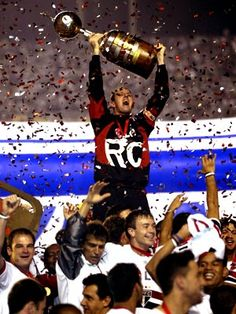 Rogério Ceni in 2005, lifting the cup Libertadores of America