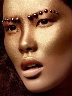 golden goddess makeup with pearl eyebrows Make Up Looks, Makeup Art, Beauty Makeup, Hair Makeup, Runway Makeup, Makeup Eyeshadow, Makeup Style, Goddess Makeup, Art Visage