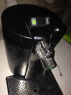 La tireuse à bières fonctionne avec fûts de 5 litres. Système beertender, fonctionne avec heineken, pelfort, affligem et desperados; Et en ventes dans toutes les grandes surfaces. location tireuse à bière à louer à Vezin-le-Coquet (35132)_www.placedelaloc.com