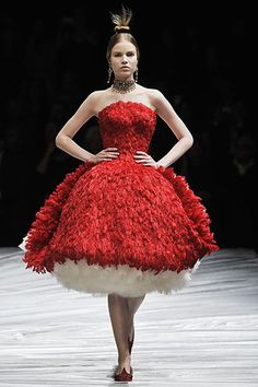 Alexander McQueen Fall 2008 Ready-to-Wear Fashion Show - Amanda Laine