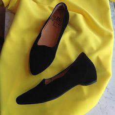 Thinkin mustat avokkaat ovat mokkaa. Leikkaus tekee avokkaasta ainutlaatuisen näköisen jalassa :) #think #thinkshoes #shoes #ballerinas