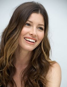 Actress Jessica Biel, who is expecting her first child with Justin Timberlake, is sourcing organic produce from local farms to maintain a balanced diet. Jessica Beil Hair, Biel Biel, Jessica Biel And Justin, New Hair Look, Pretty Babe, Actress Jessica, Le Jolie, Soft Hair, New Haircuts