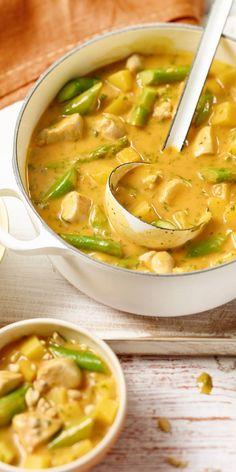 Holt euch doch einfach eine thailändische Leckerei direktnach Hause. Mit diesem Rezept für ein Thailändisches Spargelcurry schmeckt es garantiert wie im Urlaub. Lasst es euch schmecken!