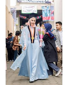 53 Ideas party outfit casual graduation for 2019 Kebaya Hijab, Kebaya Dress, Kebaya Muslim, Muslim Dress, Abaya Fashion, Muslim Fashion, Casual Hijab Outfit, Casual Outfits, Kebaya Modern Dress