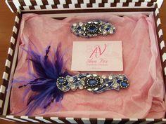 Detalle pieza de vestido y tocado con plumas a juego con detalles de torera en plumas de la clienta.