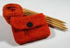 An ideal beginner knitted and felted project. This is over on Ravelry, if you don't have an account, by all means Sign. Soooo many cool things! You can find the free p… Cute Coin Purse, Felt Purse, Knitting Patterns Free, Free Pattern, Knitting Ideas, Makeup Bag Pattern, Ravelry, Diy Makeup Bag, Felt Coasters