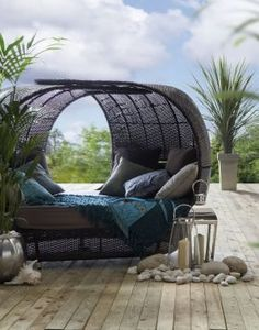 Outside shade & bed. Okay, looks good! I'll have one.