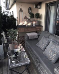 Idea photo notes links from the web. Interior Design flowers food places and wedding. Outside Living, Outdoor Living, Dark Interiors, Decks And Porches, Decoration Table, Interiores Design, Room Inspiration, Wedding Inspiration, Home And Living