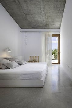 Minimal bedroom. Love the grey textured ceiling.