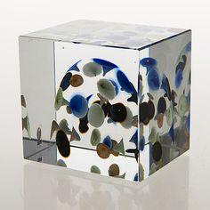 OIVA TOIKKA - An Annual Cube for Nuutajärvi 2005, ed. 351/2000, Finland.   [h. 8 cm] Glass Cube, Glass Art, Lassi, Bukowski, Finland, Scandinavian, Planter Pots, Decorative Boxes, Perfume Bottles
