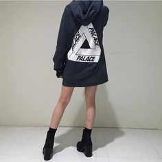 #SimpleFits #Palace #Skateboards #Crewneck ▪#HM #Boots Palace Brand, Fashion Photo, Girl Fashion, Sports Brands, Fit S, Adidas Jacket, Nice Dresses, Street Wear, Crew Neck