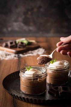 Selbstgemachte Mousse au chocolat sollte jeder ausprobieren. Super cremig und genau das richtige für Chocoholics