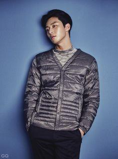 Park Seo Joon shows how to look chic even bundled up in 'GQ'… Cute Asian Guys, Asian Boys, Asian Men, Jung So Min, Instyle Magazine, Gq Magazine, Vixx, Korean Men, Korean Actors