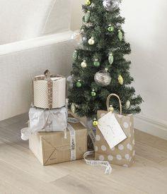 ドイツのクリスマスプレゼント、ラッピングは身の回りのものにひと手間加えて必ず自分でするのだそう。/手軽に作れる、クリスマス雑貨(「はんど&はあと」2012年12月号)