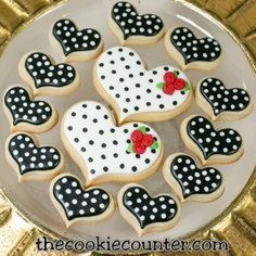 Find best ideas / inspiration for Valentine's day cookies. Get the best Heart shaped Sugar cookies for Valentine's day & royal icing decorating ideas here. Super Cookies, Fancy Cookies, Iced Cookies, Royal Icing Cookies, Cupcake Cookies, Cookie Favors, Easter Cookies, Christmas Cookies, Valentines Day Cookies