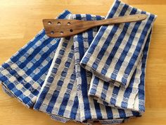 Handwoven towels in classic M's and O's weave structure. Soft and durable. Tabs are linen, woven on band loom. Weaving Projects, Knitting Projects, Dish Towels, Tea Towels, Loom Weaving, Hand Weaving, Potholder Loom, Blue Towels, Weaving Patterns