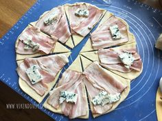 Kynuté šunkovo-sýrové rohlíčky Slovak Recipes, Czech Recipes, Baking Recipes, Snack Recipes, Healthy Recipes, Tapas, Pizza Snacks, Low Calorie Snacks, Cupcakes