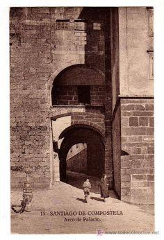 Arco de Palacio. Entrando en la Plaza del Obradoiro.