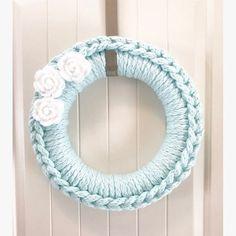 This handmade crochet wreath is made with arctic blue chunky yarn, around a 14 inch foam wreath frame. Topped with white crocheted roses. Diy Yarn Wreath, Crochet Wreath, Wreath Crafts, Yarn Wreaths, Ribbon Wreaths, Tulle Wreath, Burlap Wreaths, Felt Wreath, Hydrangea Wreath