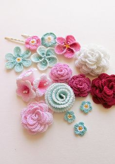 Crochet flower patterns by goolgool. These crochet flowers are done in all white thread and painted by hand, Pink & Aqua.Crochet Bell flower Pattern, gift ideas for her. Campanula wedding flower applique Photo Tutorial, efloral hairclips by Galit Grosz Ca Crochet Puff Flower, Crochet Flower Patterns, Flower Applique, Crochet Flowers, Yarn Thread, Thread Crochet, Crochet Stitches, Diy Crochet, Irish Crochet