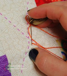 Sew Quilt Nice tutorial on big stitch, including burying your knots, which is something with which I always struggle. How to hand quilt with perle cotton - big stitch quilting tutorial Hand Quilting Patterns, Hand Embroidery Stitches, Free Motion Quilting, Quilting By Hand, Block Patterns, Design Patterns, Quilting For Beginners, Quilting Tips, Quilting Tutorials
