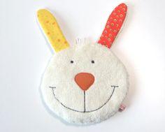 Osterzeit ist Häschenzeit - Kirschkernkissen Hase als tolle Geschenkidee! Tolle Geschenkidee zu Ostern.