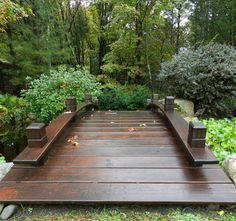 Stunning Garden Bridge Design Ideas Stunning Garden Bridge Design Ideas Asian Style Outdoor Functional Wooden Garden Bridge in Sealed Redwood Samurai House Pond Bridge Small Japanese Garden, Japanese Garden Design, Japanese Gardens, Pond Bridge, Garden Bridge, Backyard Patio Designs, Backyard Landscaping, Garden Structures, Garden Paths
