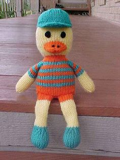 Duck shelf doll, free knitting pattern.