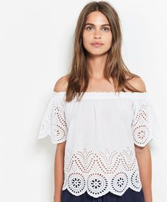 Koszulka ze szwajcarskim haftem - OYSHO
