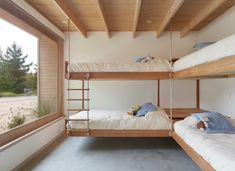 Image 4 of 12 from gallery of House in el Peumo / Cristián Izquierdo Lehmann. Photograph by Roland Halbe Casas Containers, Bunk Bed Rooms, Bedrooms, Wooden Staircases, Girl Bedroom Designs, Private Room, Wooden House, Large Windows, Concrete Floors