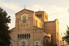 Particolare della facciata di Santa Maria Liberatrice (1906-08, photo credits: Roma Slow Tour)