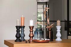 Stoere glazen kandelaars met rustieke kaarsen