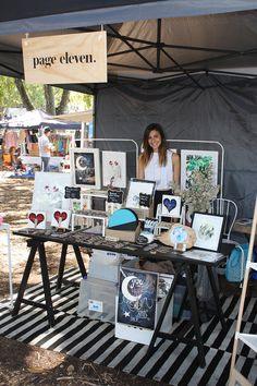 This unique photo is an unquestionably inspirational and spectacular idea Craft Stall Display, Market Stall Display, Craft Show Booths, Vendor Displays, Craft Booth Displays, Vendor Booth, Market Displays, Market Stalls, Display Ideas