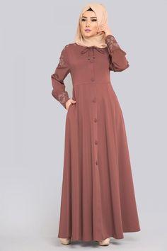 FERACE Yakası Bağcıklı Ferace AH3073 Pudra&Vizon Modern Hijab Fashion, Islamic Fashion, Abaya Fashion, Muslim Fashion, Fashion Dresses, Pretty Prom Dresses, Trendy Dresses, Long Gown Dress, The Dress